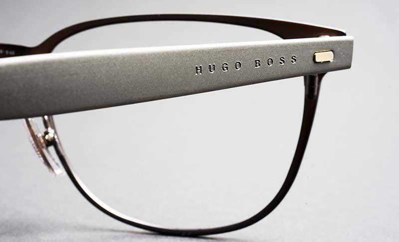 pen dame med briller fra boss